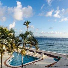 Mariners Hotel бассейн