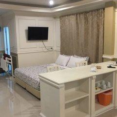 Отель Phuket Airport Suites & Lounge Bar - Club 96 Таиланд, Пхукет - отзывы, цены и фото номеров - забронировать отель Phuket Airport Suites & Lounge Bar - Club 96 онлайн комната для гостей фото 2