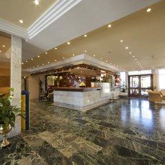 Отель Aparthotel Alcúdia Beach интерьер отеля