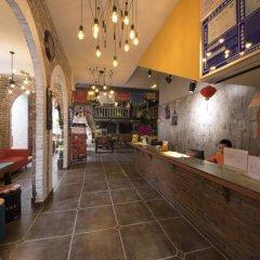 Chengdu Dreams Travel Youth Hostel интерьер отеля