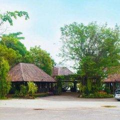 Отель Lomtalay Chalet Resort парковка