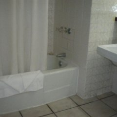 Shaw Park Beach Hotel ванная