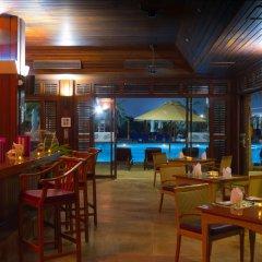 Отель Radisson Blu Resort, Sharjah гостиничный бар