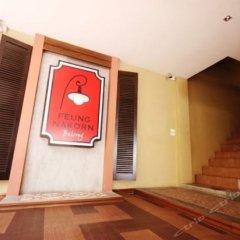 Отель Feung Nakorn Balcony Rooms & Cafe Бангкок сейф в номере