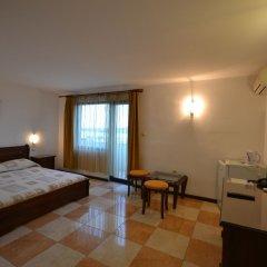 Hotel More комната для гостей