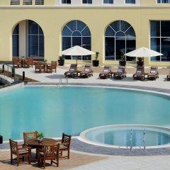 Отель Courtyard by Marriott Dubai Green Community бассейн фото 2