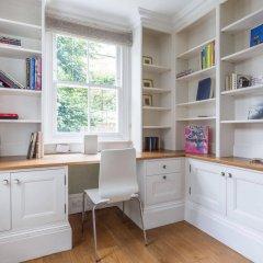 Апартаменты Onefinestay - Holland Park Apartments Лондон в номере