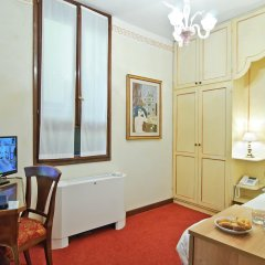 Hotel La Fenice Et Des Artistes комната для гостей фото 2