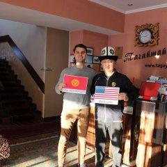 Отель Tagaitai Guest House Кыргызстан, Каракол - отзывы, цены и фото номеров - забронировать отель Tagaitai Guest House онлайн интерьер отеля фото 3