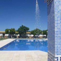 Отель Hostal Los Mellizos Испания, Кониль-де-ла-Фронтера - отзывы, цены и фото номеров - забронировать отель Hostal Los Mellizos онлайн бассейн фото 3