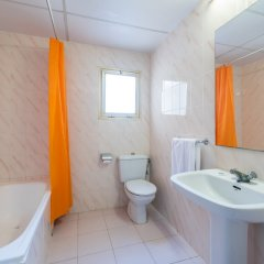 Отель Rentalmar Salou Pacific Испания, Салоу - 3 отзыва об отеле, цены и фото номеров - забронировать отель Rentalmar Salou Pacific онлайн ванная