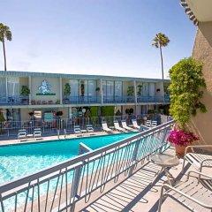 Отель Travelodge Hotel at LAX США, Лос-Анджелес - отзывы, цены и фото номеров - забронировать отель Travelodge Hotel at LAX онлайн балкон