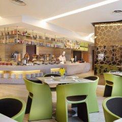 Отель Mandarin Orchard Сингапур гостиничный бар