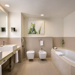 Traders Hotel Qaryat Al Beri Abu Dhabi, by Shangri-la ванная фото 2