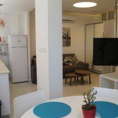 Апартаменты Beach And Park Apartment Тель-Авив в номере