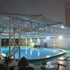 Отель Crowne Plaza Foshan бассейн