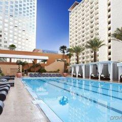 Отель Harrahs Las Vegas США, Лас-Вегас - отзывы, цены и фото номеров - забронировать отель Harrahs Las Vegas онлайн бассейн