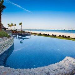 JA Beach Hotel бассейн