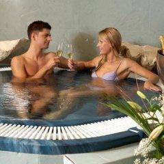Salvator Hotel бассейн