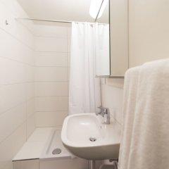 Отель Sleep And Go Цюрих ванная фото 2