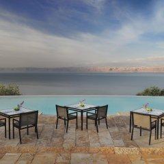 Отель Movenpick Resort & Spa Dead Sea бассейн фото 2