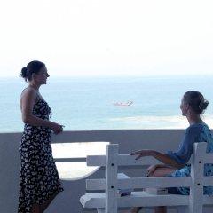 Отель Oasey Beach Hotel Шри-Ланка, Индурува - 2 отзыва об отеле, цены и фото номеров - забронировать отель Oasey Beach Hotel онлайн балкон
