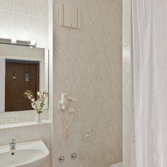 Отель Good Morning + Berlin City East Германия, Берлин - 6 отзывов об отеле, цены и фото номеров - забронировать отель Good Morning + Berlin City East онлайн ванная