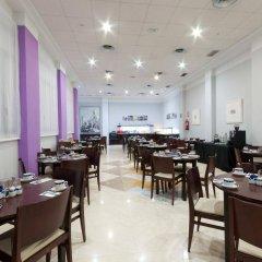 Отель Tryp Madrid Atocha Hotel Испания, Мадрид - 8 отзывов об отеле, цены и фото номеров - забронировать отель Tryp Madrid Atocha Hotel онлайн питание фото 2