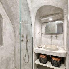 Отель Marble Sun Villa by Caldera Houses Греция, Остров Санторини - отзывы, цены и фото номеров - забронировать отель Marble Sun Villa by Caldera Houses онлайн ванная