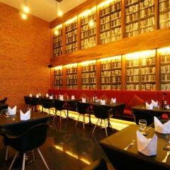 Отель Page 10 Hotel & Restaurant Таиланд, Паттайя - отзывы, цены и фото номеров - забронировать отель Page 10 Hotel & Restaurant онлайн гостиничный бар