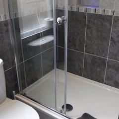 Отель Charlotte Guest House Лондон ванная