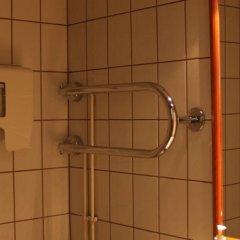 Отель Nurmeshovi Финляндия, Нурмес - отзывы, цены и фото номеров - забронировать отель Nurmeshovi онлайн ванная фото 2