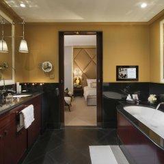 Отель Hôtel Barrière Le Fouquet's Франция, Париж - 1 отзыв об отеле, цены и фото номеров - забронировать отель Hôtel Barrière Le Fouquet's онлайн ванная фото 2