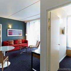 Отель Adina Apartment Hotel Copenhagen Дания, Копенгаген - 1 отзыв об отеле, цены и фото номеров - забронировать отель Adina Apartment Hotel Copenhagen онлайн комната для гостей фото 3