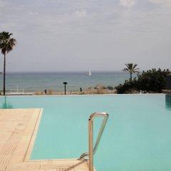 Hotel Angela бассейн