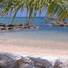 Отель Pipers Cove Resort Ямайка, Ранавей-Бей - отзывы, цены и фото номеров - забронировать отель Pipers Cove Resort онлайн пляж