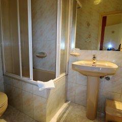 Отель Hostal Hispano - Argentino Испания, Мадрид - 1 отзыв об отеле, цены и фото номеров - забронировать отель Hostal Hispano - Argentino онлайн ванная