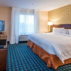 Отель Fairfield Inn & Suites by Marriott Meridian комната для гостей фото 5
