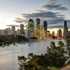 Отель Base Backpackers Brisbane Uptown - Hostel Австралия, Брисбен - отзывы, цены и фото номеров - забронировать отель Base Backpackers Brisbane Uptown - Hostel онлайн бассейн