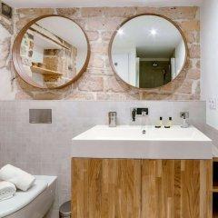 Отель Spacious and Charming Flat on île de la Cité Франция, Париж - отзывы, цены и фото номеров - забронировать отель Spacious and Charming Flat on île de la Cité онлайн ванная