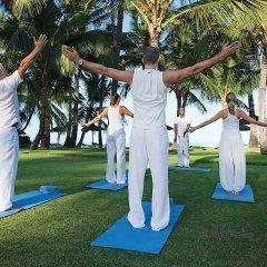 Отель La Pirogue A Sun Resort фитнесс-зал фото 3