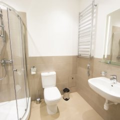 Отель Riga Lux Apartments - Skolas Латвия, Рига - 1 отзыв об отеле, цены и фото номеров - забронировать отель Riga Lux Apartments - Skolas онлайн ванная