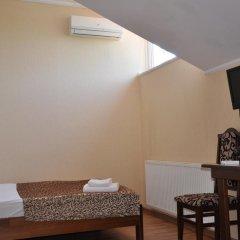 Etna Hotel Львов сейф в номере