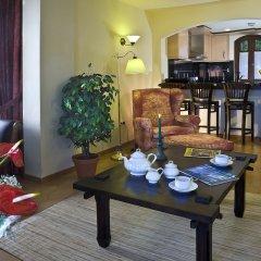 Апартаменты Regency Country Club, Apartments Suites комната для гостей фото 5