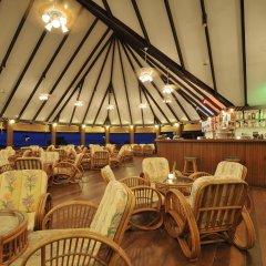 Отель Holiday Island Resort & Spa гостиничный бар