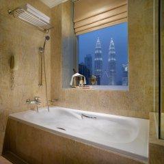 Отель Pullman Kuala Lumpur City Centre Hotel & Residences Малайзия, Куала-Лумпур - отзывы, цены и фото номеров - забронировать отель Pullman Kuala Lumpur City Centre Hotel & Residences онлайн ванная