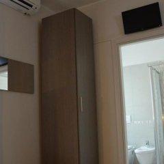 Hotel Sant'elena Римини сейф в номере