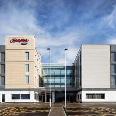 Отель Hampton by Hilton Bristol Airport парковка