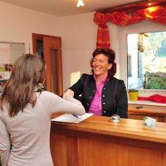 Отель Landhaus Strasser Австрия, Зёлль - отзывы, цены и фото номеров - забронировать отель Landhaus Strasser онлайн интерьер отеля