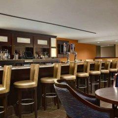 Отель Hilton New York JFK Airport США, Нью-Йорк - отзывы, цены и фото номеров - забронировать отель Hilton New York JFK Airport онлайн гостиничный бар
